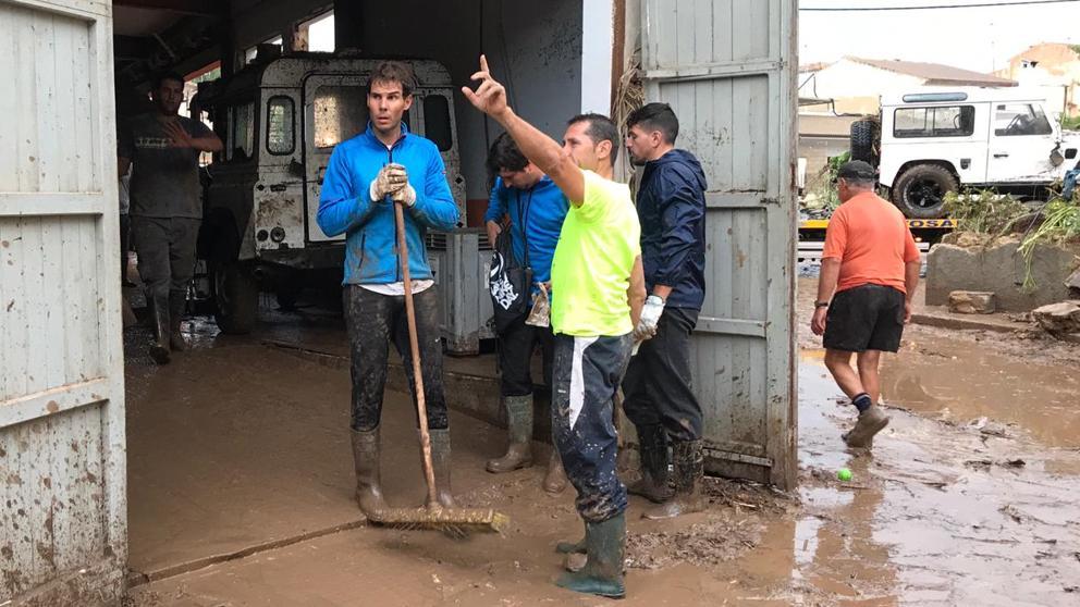Rafael Nadal ayudando a Mallorca